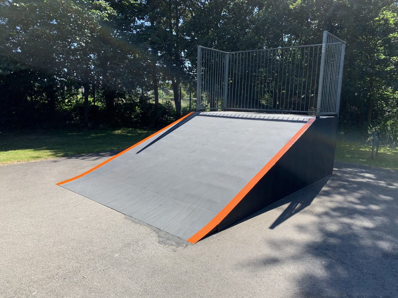 https://www.burghfieldparishcouncil.gov.uk/wp-content/uploads/2019/07/Skate-Park1-1280x960.jpg