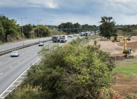https://www.burghfieldparishcouncil.gov.uk/wp-content/uploads/2019/09/M4-Motorway.jpg